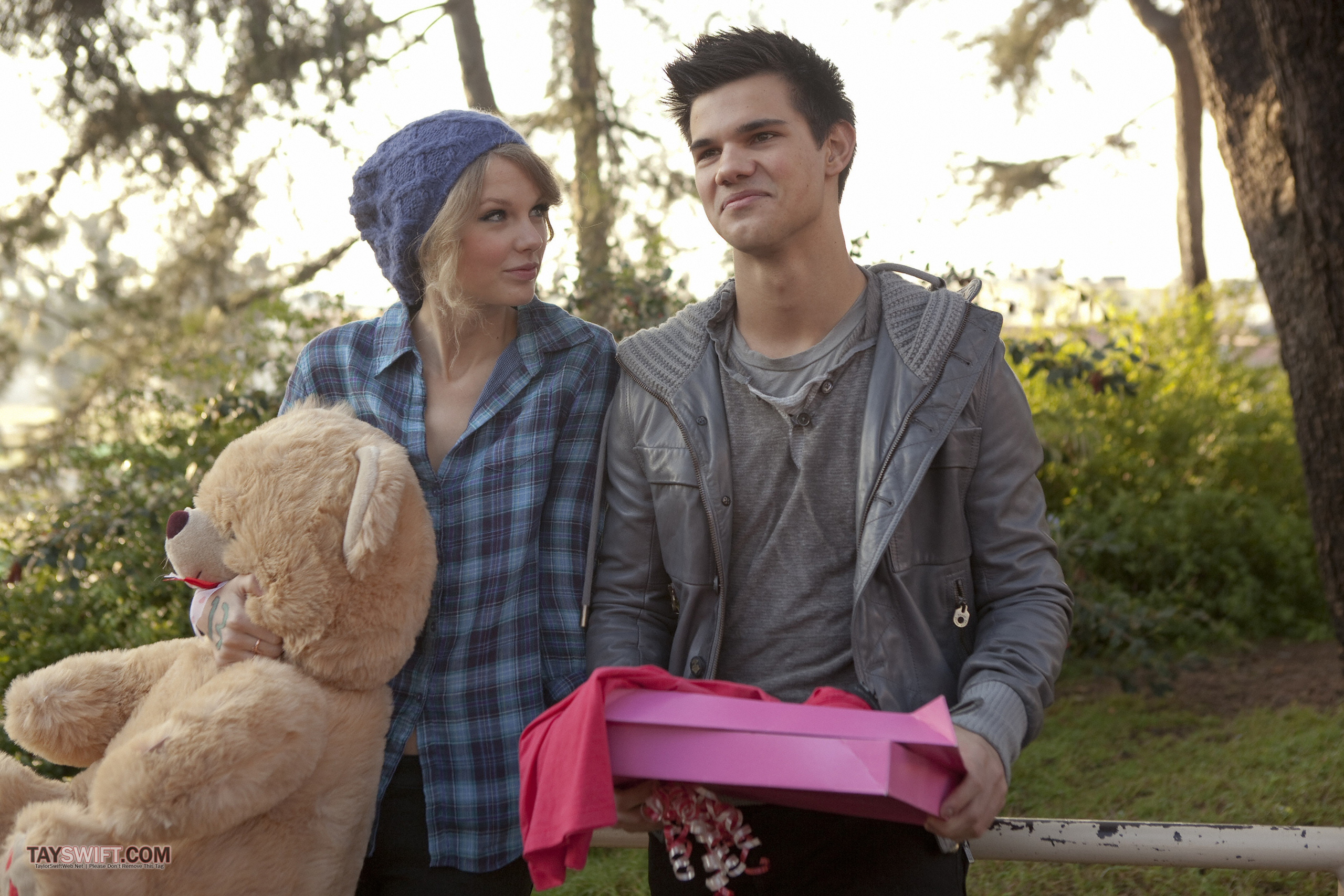 valentines day movie taylor swift & Taylor Lautner - TheSceneInTO