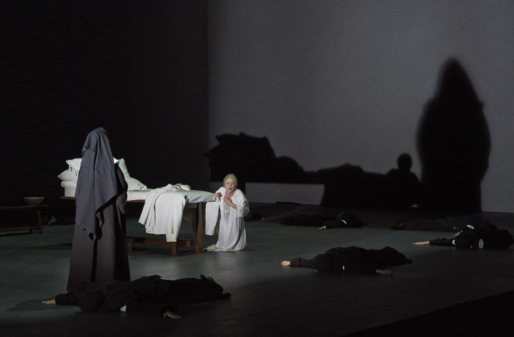 (l – r) Irina Mishura (back to camera) as Mother Marie and Judith Forst as Madame de Croissy in the Canadian Opera Company's production of Dialogues des Carmélites, 2013.