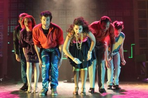 The Wedding Singer (L to R) Scott Farley as George, Ashley Gibson as Julia, Isaac Bell as Robbie, Romina Cortina as Holly, Howard Davis as Glen and Matt Pilipiak as Sammy. Photo: Daniel DiMarco