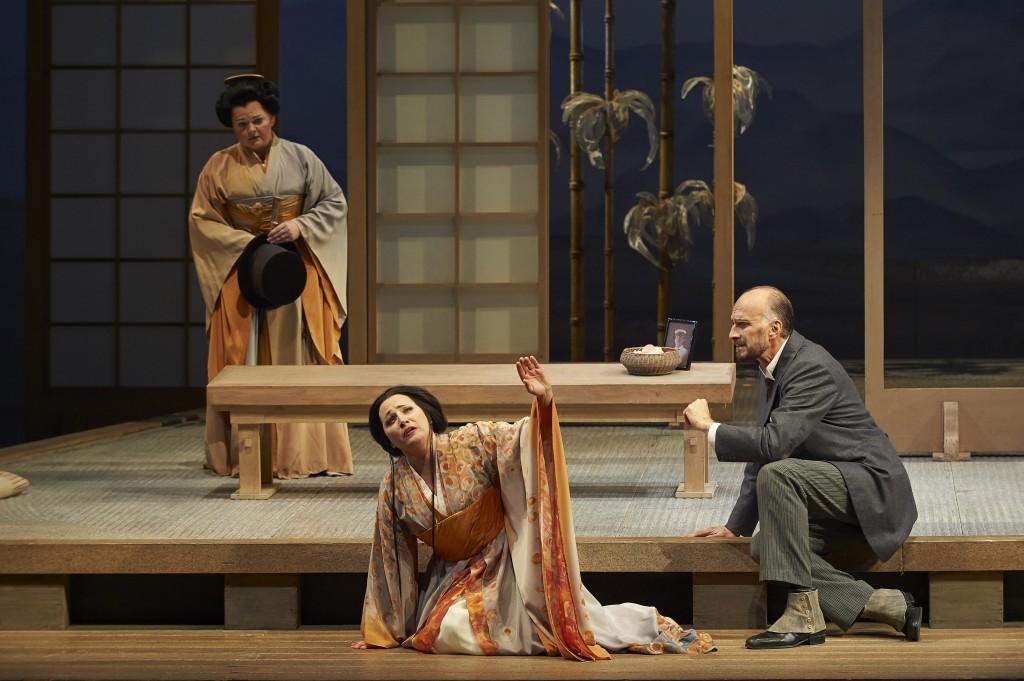 (l-r) Elizabeth DeShong as Suzuki, Patricia Racette as Cio-Cio San and Dwayne Croft as Sharpless in the Canadian Opera Company production of Madama Butterfly, 2014.