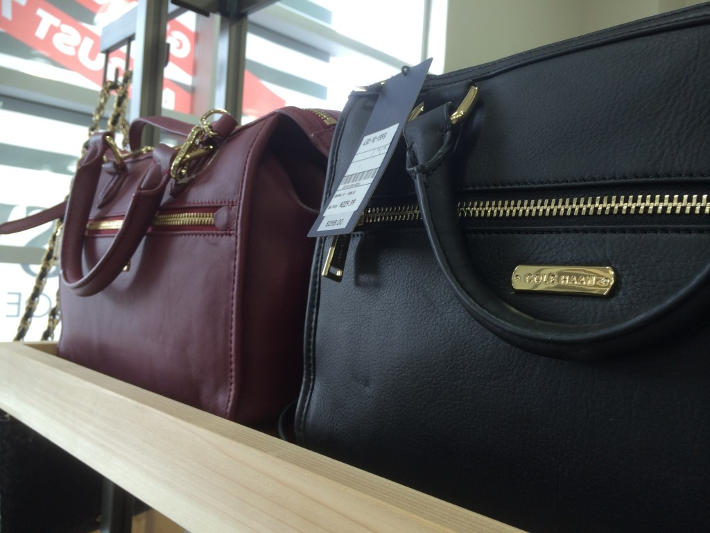 DSW Canada offers shoppers more than just shoes, find a treasure trove of purses, hats and other wonderful accessories in store