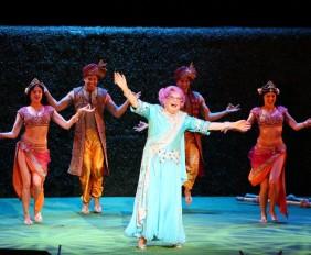 Dame Edna's Glorious Goodbye: The Farewell Tour