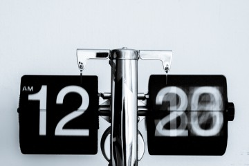Running Clock, Black and White. 5 Life-Hack Products You Need in Your LifeThe Scene inTO