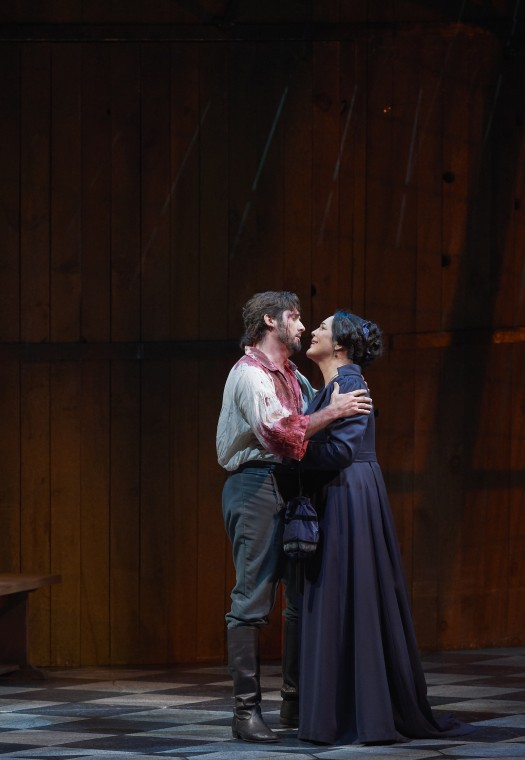 Adrianne Pieczonka as Tosca and Marcelo Puente as Cavaradossi in the Canadian Opera Company's production of Tosca, 2017, photo: Michael Cooper