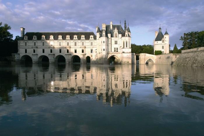 France Chenonceau. Vue Chateau sur le Cher-©IMAGESDEMARC Loire Valley, France. TheSceneinTO.com