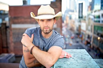 Dean Brody Takes Center Stage