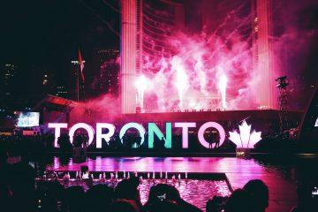 Toronto celebrate. NYE 2017. New Year's Eve Toronto 2017. TheSceneinTO.com Photo by Maarten van den Heuvel on Unsplash